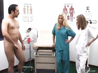 доктор трахнул медсестру