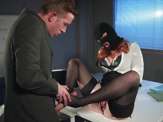 Порно застукала брата за дрочкой